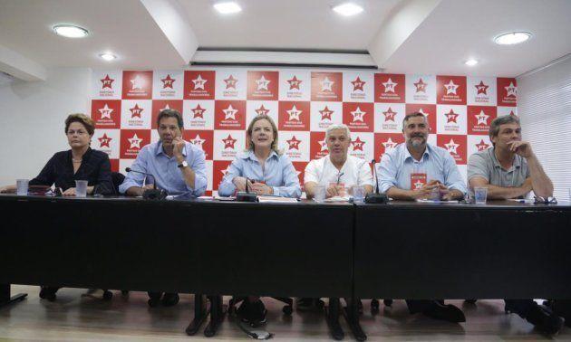 Reunião da Executiva Nacional do PT também contou com a presença de Dilma