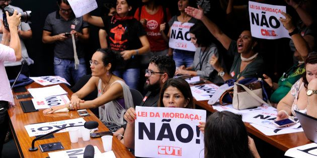 Manifestantes protestam contra votação da Escola Sem Partido na