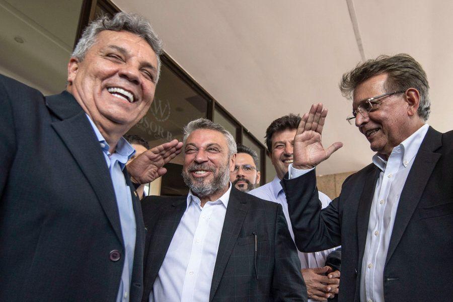 O líder da bancada da bala, deputado Alberto Fraga (à esquerda), e os deputados Laudivio Carvalho (Pode-MG)...