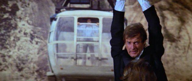 Luta entre James Bond e Jaws no bondinho do Pão de Açúcar é uma das sequências mais famosas da franquia