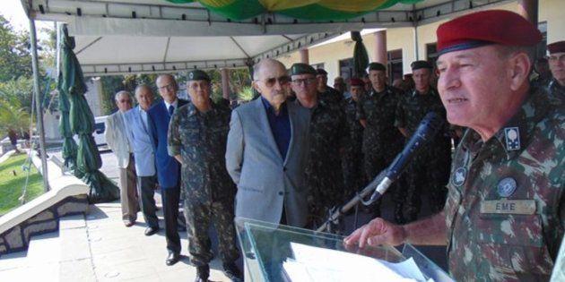 O general Fernando Azevedo e Silva, futuro ministro da Defesa, durante cerimônia de despedida do Exército,...