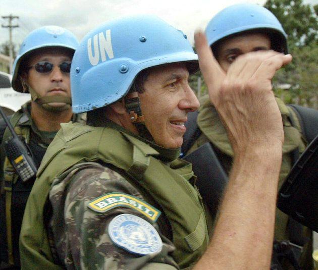 O general Augusto Heleno, enquanto comandava a missão militar da ONU no