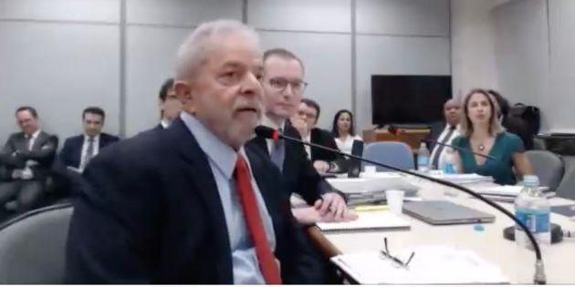 O ex-presidente Lula presta depoimento à juíza Gabriela Hardt, em Curitiba, nesta quarta