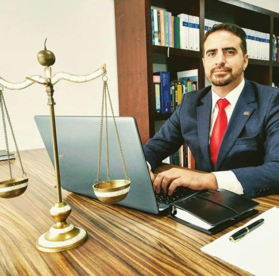 O advogado André Santana