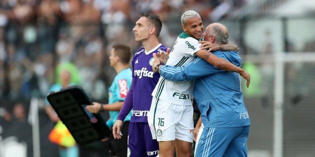 Herói do título, Deyverson abraça Luiz Felipe Scolari: Palmeiras é