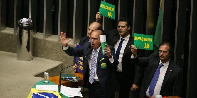 Onyx Lorenzoni fazia discursos enfáticos contra o PT na CPI dos Correios, chamando o ex-presidente Luiz...
