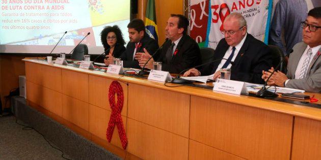 Na semana do Dia Mundial de Luta Contra a Aids, o Ministério da Saúde lançou uma campanha para conscientizar...