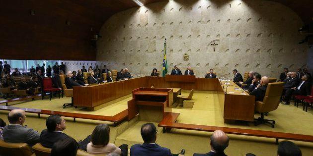 Plenário do STF, em sessão solene pelos 30 anos da Constituição brasileira, com a participação do presidente...