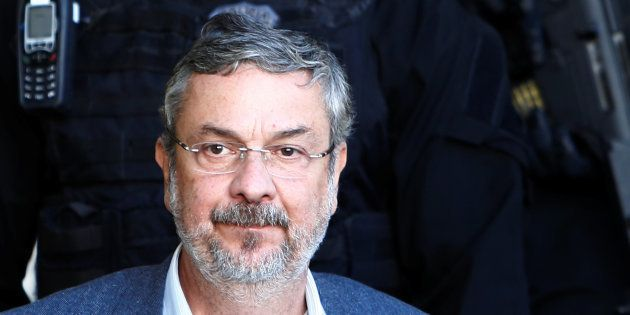 Antonio Palocci, ao deixar o IML em Curitiba, quando foi preso em