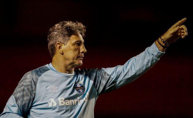 O Grêmio, que pode perder o técnico Renato para o Flamengo em 2019, briga com o São Paulo para fechar...