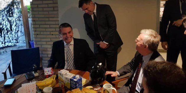 Bolsonaro recebe com café da manhã o assessor de Segurança Nacional dos EUA, John