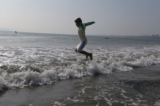 Pular 7 ondas no mar deixa a pessoa em sintonia com as forças do