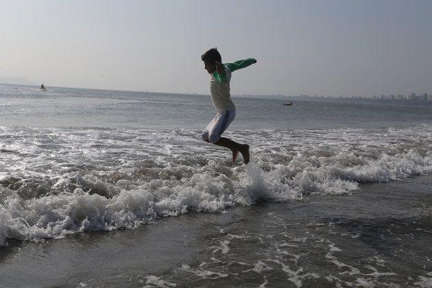Pular 7 ondas no mar deixa a pessoa em sintonia com as forças do universo.