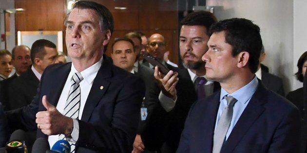 Bolsonaro quer o fim do indulto natalino; Moro acredita que o benefício concedido de forma ampla estimula...