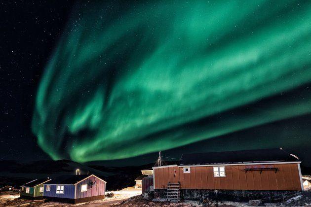 Um dos fenômenos naturais mais impressionantes da Terra, a Aurora Boreal é uma das grandes atrações de Ittoqqortoormiit.