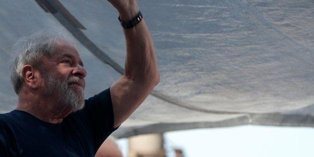 O ex-presidente Lula participa de ato em São Bernardo do Campo (SP) antes de ser preso, em