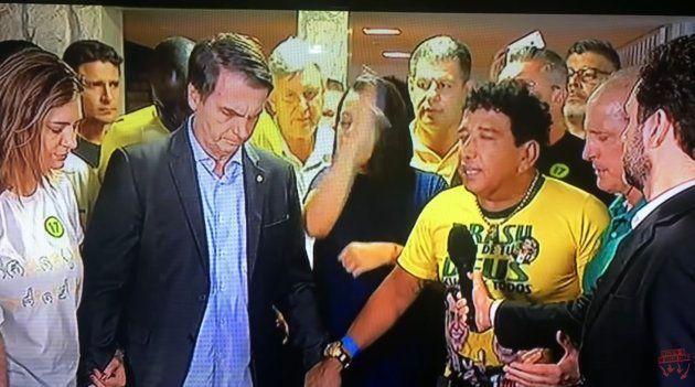 Após a vitória de Bolsonaro nas urnas, o senador Magno Malta (PR-ES) conduziu uma oração em