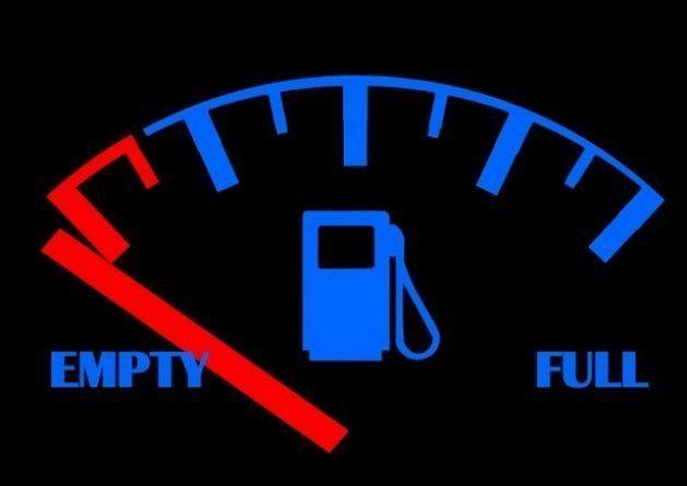 Não se esqueça de conferir se o carro tem combustível antes de colocá-lo na