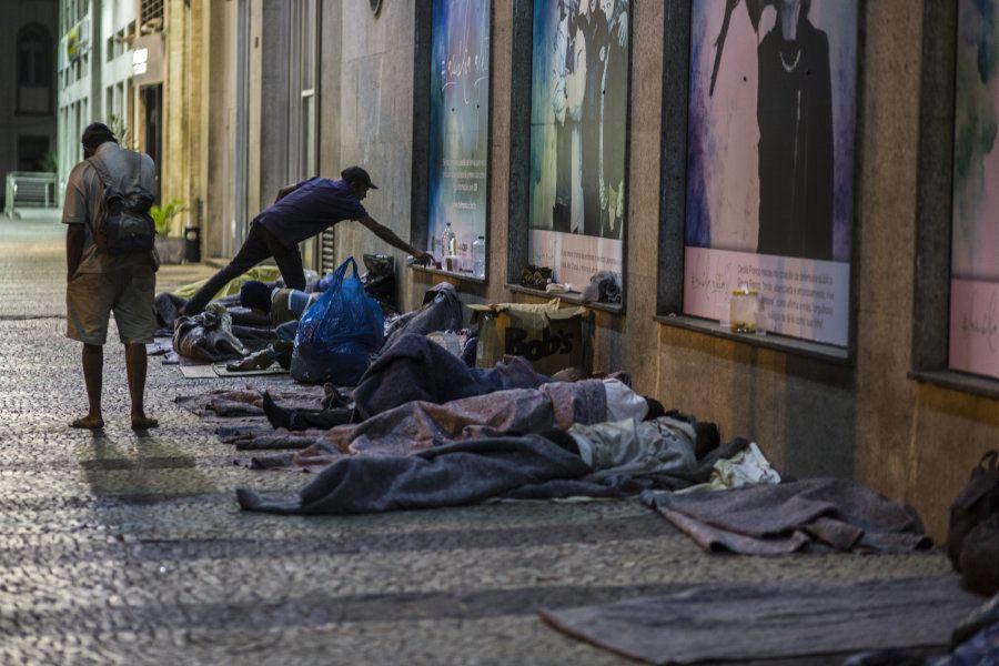 Dados do IBGE divulgados na última quarta-feira (5) mostram que a pobreza e a extrema pobreza aumentaram...