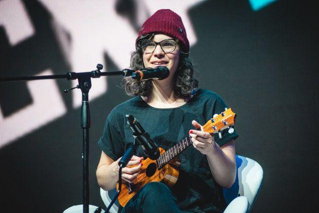 Rebecca Sugar toca músicas da animação Steven