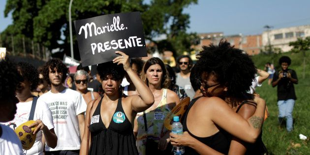 Manifestantes em luto pela morte de Marielle