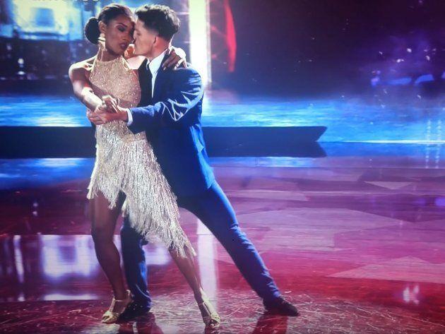 Erika Januza dança tango na final do Dança dos
