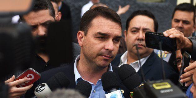 Flávio Bolsonaro falou com a imprensa após a cerimônia de diplomação como senador no Tribunal de
