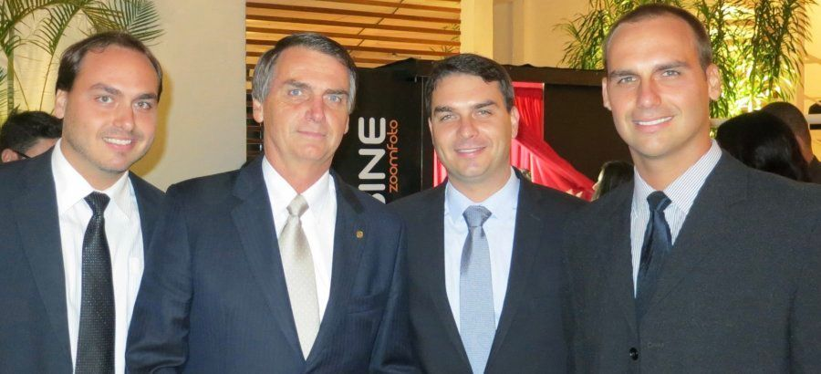 Bolsonaro e os 3 filhos: Carlos, Flávio e