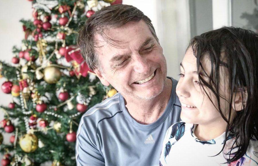 Bolsonaro e a filha Laura, a única