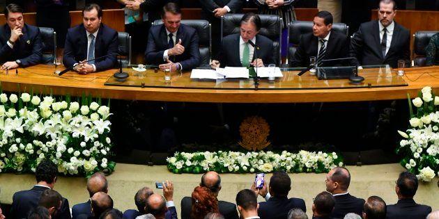 Bolsonaro acena a parlamentares antes de discurso de