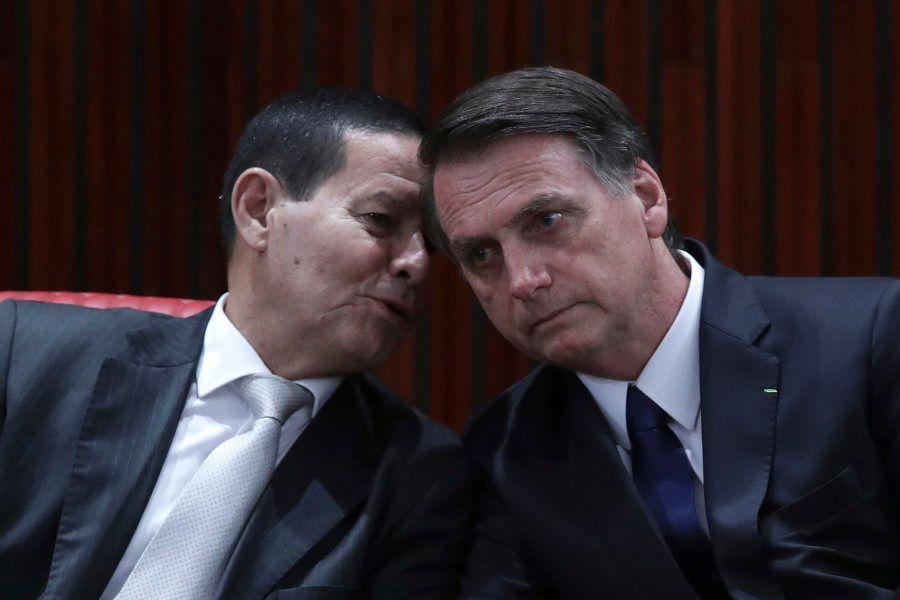Diante do desafio de apoio no Congresso Nacional, Jair Bolsonaro planeja editar decretos nas áreas de...