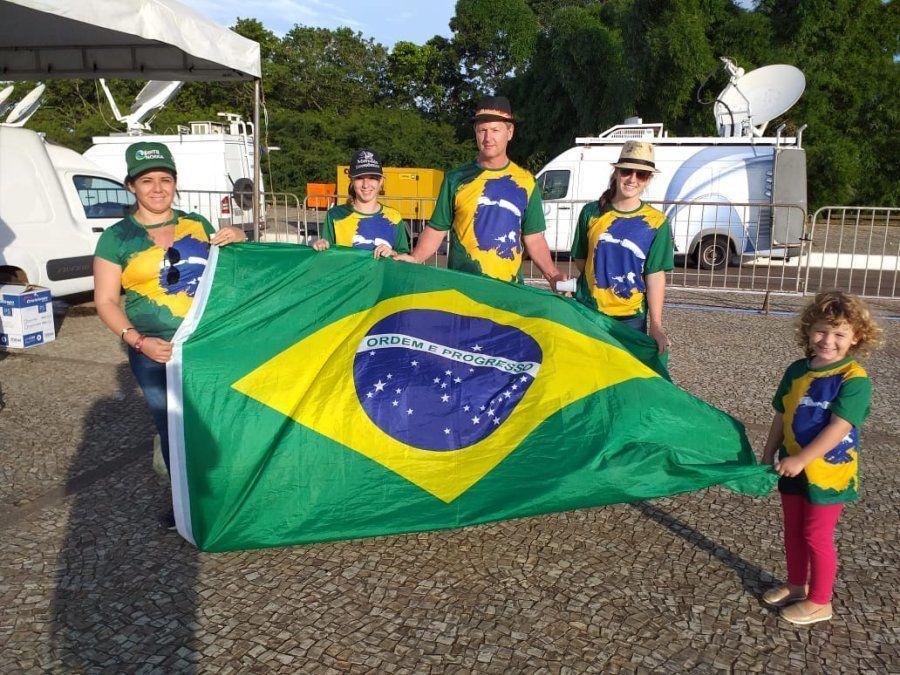Florindo Foguetão, a esposa, Denise e as filhas Isabela, Melissa e Analisa viajaram de carro de Cuiabá...
