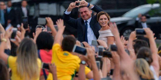 Presidente Jair Bolsonaro e sua mulher Michelle Bolsonaro chegam ao Congresso Nacional e são aplaudidos...