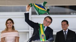 Após receber a faixa presidencial, Bolsonaro diz que libertará Brasil do