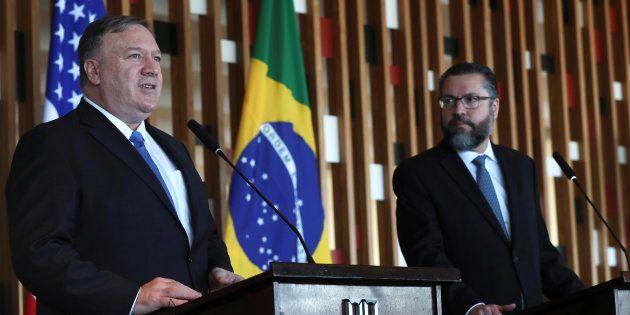 Mike Pompeo (esq), secretário de Estado dos EUA, se reuniu com o chanceler Ernesto