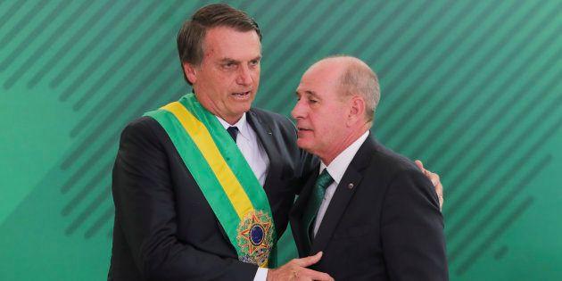 Jair Bolsonaro e o seu ministro da Defesa, general Fernando Azevedo e Silva, em foto de terça-feira