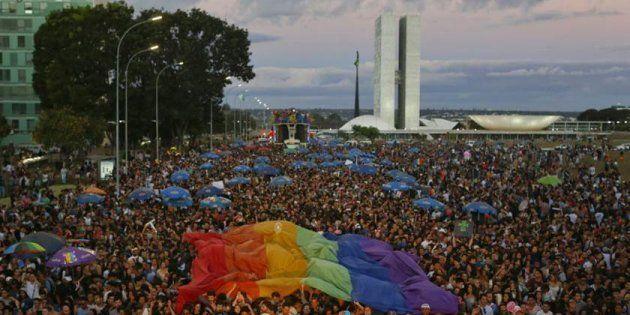Parada LGBT em Brasília reúne 12 mil