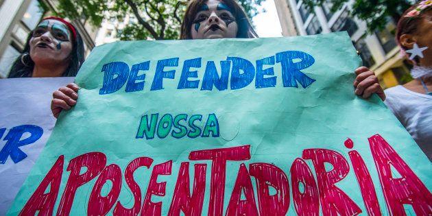 Bloco de Carnaval em São Paulo protesta contra reforma da
