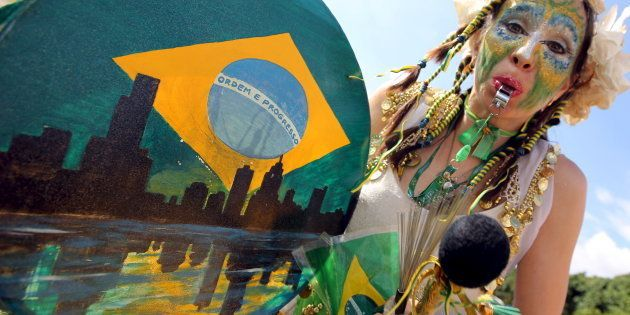 Bloquinho homenageia a Operação Lava Jato no carnaval de 2016, em São