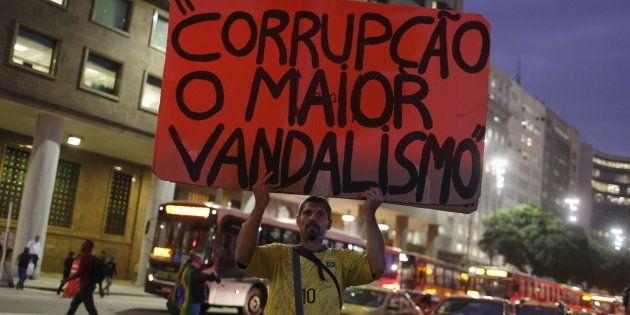 Manifestante em protesto contra