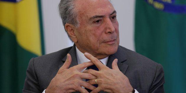 Presidente Michel Temer perde apoio após acusação de obstrução à