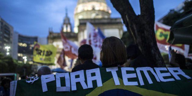 Protesto no Rio de Janeiro pede saída do presidente Michel