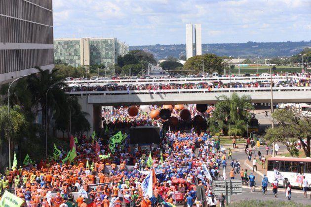 Diretas Já: Protesto enche Brasília pela saída de Temer e novas