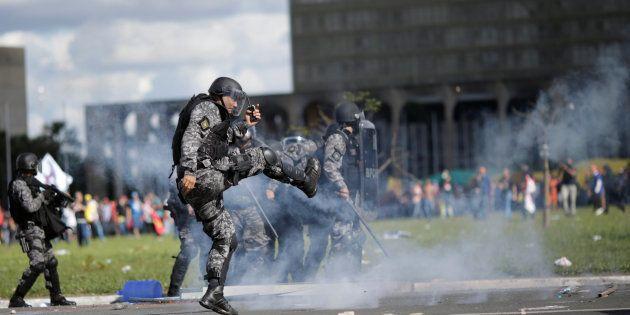 Manifestação contra presidente Michel Temer acaba em confronto com feridos em