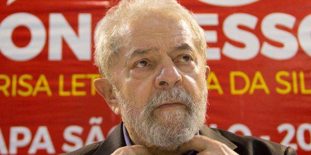 Ex-presidente Luiz Inácio Lula da Silva é condenado por corrupção e lavagem de