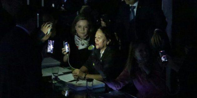 Senadoras da oposição prostestam contra reforma