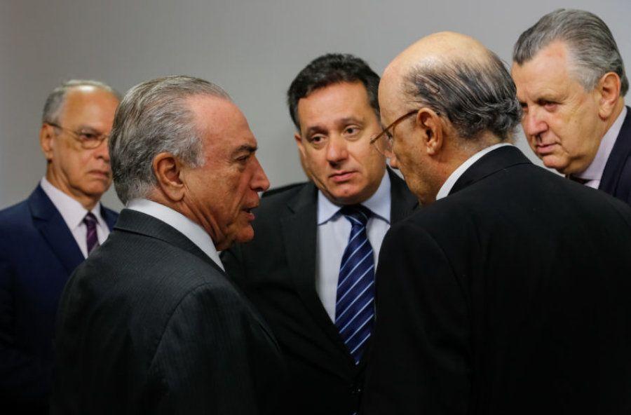 Presidente Michel Temer (esq), deputado Nilson Leitão (PSDB-MT), ao centro, e ministro da Fazenda, Henrique...
