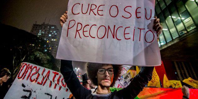 Grupos ligados ao movimento LGBT protestam em São