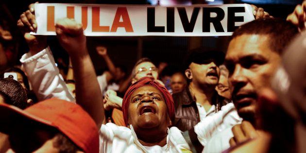 Indefinição do PT, diante da possibilidade de Lula ser declarado inelegível, paralisa articulações eleitorais,...