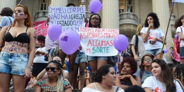 Mulheres defendem legalização do aborto na Assembléia Legislativa do